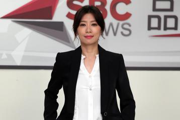 公視社會寫實職人劇「我們與惡的距離」下午舉行劇組探班,主要演員賈靜雯、洪都拉斯、陳妤出席,劇組真實呈現台灣新聞媒體面對新聞製播的挑戰。
