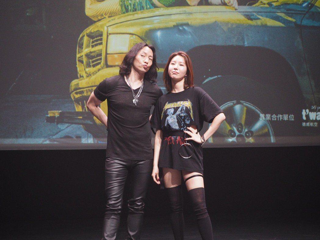 韓國音樂劇《搖滾芭比》登台,英語版本演員Michael K. Lee(左)、J-...