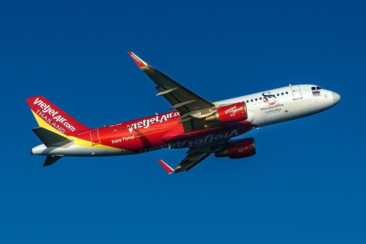 越捷航空下午首航抵達台中,成為國內最多航點的航空公司。圖/越捷航空提供