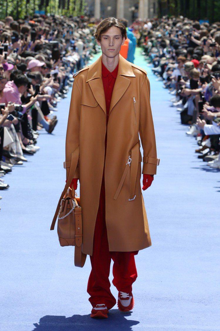 華麗的皮革、濃烈的紅色,讓男裝有了更豐富的情感。圖/LV提供