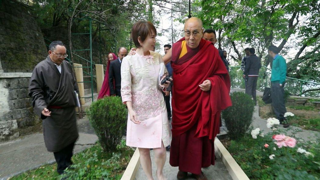 達賴喇嘛親切與陳雅琳互動。圖/壹電視提供