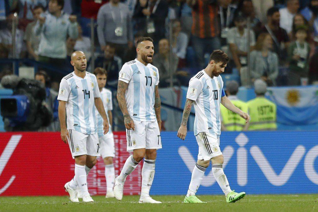 阿根廷若提早出局,外媒爆料這可能是梅西等7名球員最後一次代表阿根廷參加世界盃。 ...