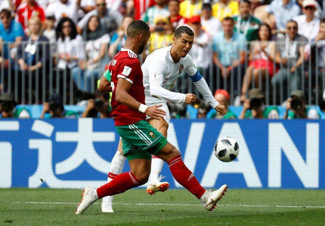 大陸企業是本屆世足賽最大的廣告買主,萬達集團更花了1.5億美元與FIFA簽訂合作...