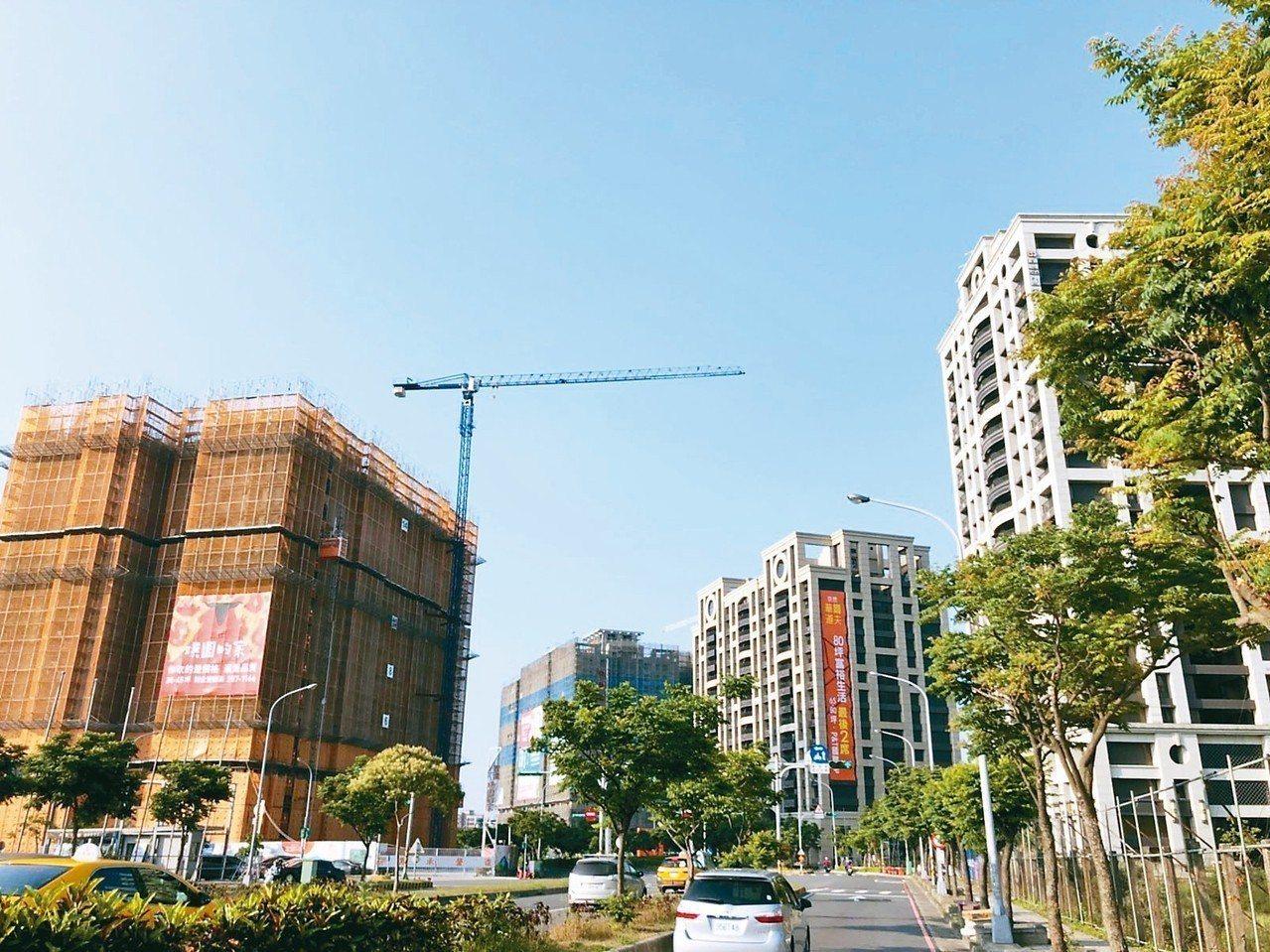 青埔特區有七成隸屬中壢區,區內具交通優勢,2011年房價開始上漲,曾飆到4字頭。...