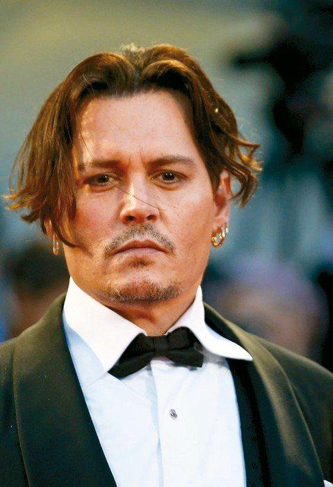 根據「滾石雜誌」最新報導,正與財務管理機構打官司的知名影星強尼戴普,原本高達6億5000萬美元的財產,已全化為烏有。「滾石雜誌」(Rolling Stone)報導,強尼戴普(Johnny Depp)...