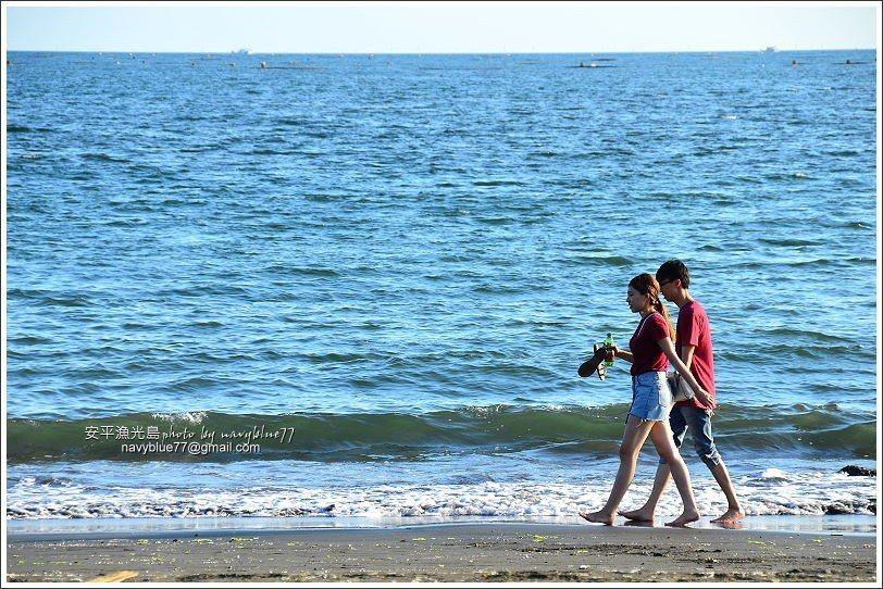 ↑漁光島的月牙灣有長達1.5K的半月形海灘,很適合1人、2人或多人漫步。