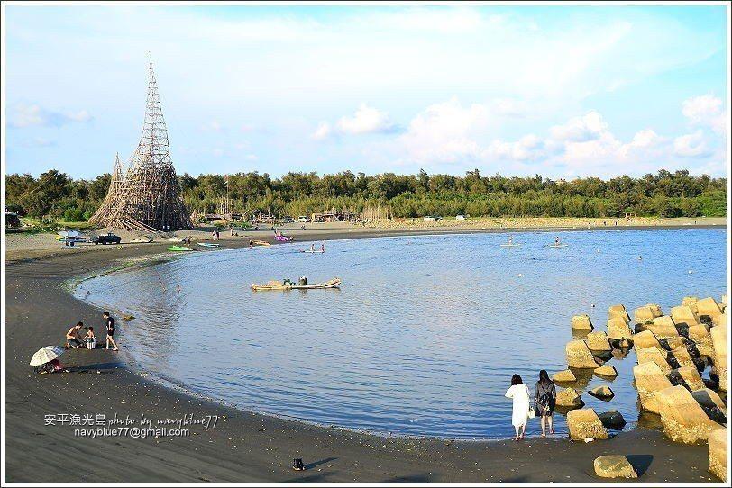 ↑落日塔高度約37公尺,是一位居住在台南的英國藝術家雨果,以廢棄蚵棚的竹子所搭建...