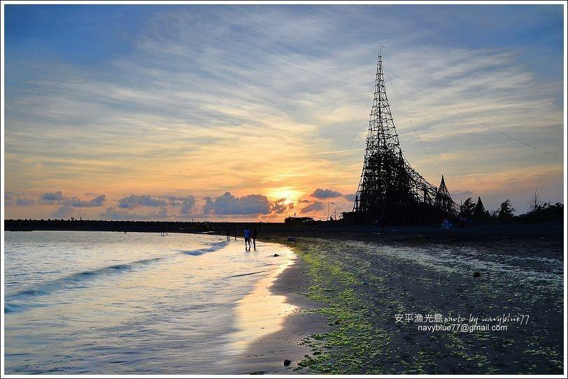 ↑夕陽西下時分,是月亮灣最浪漫的時刻。