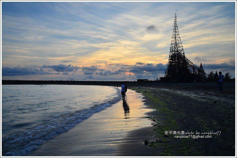 ↑夕陽下海後的漁光島,餘光仍然把島上炫染得十分美麗。