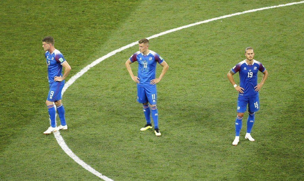 比賽末段冰島踢飛12碼罰球,自己葬送逆轉契機。 美聯社
