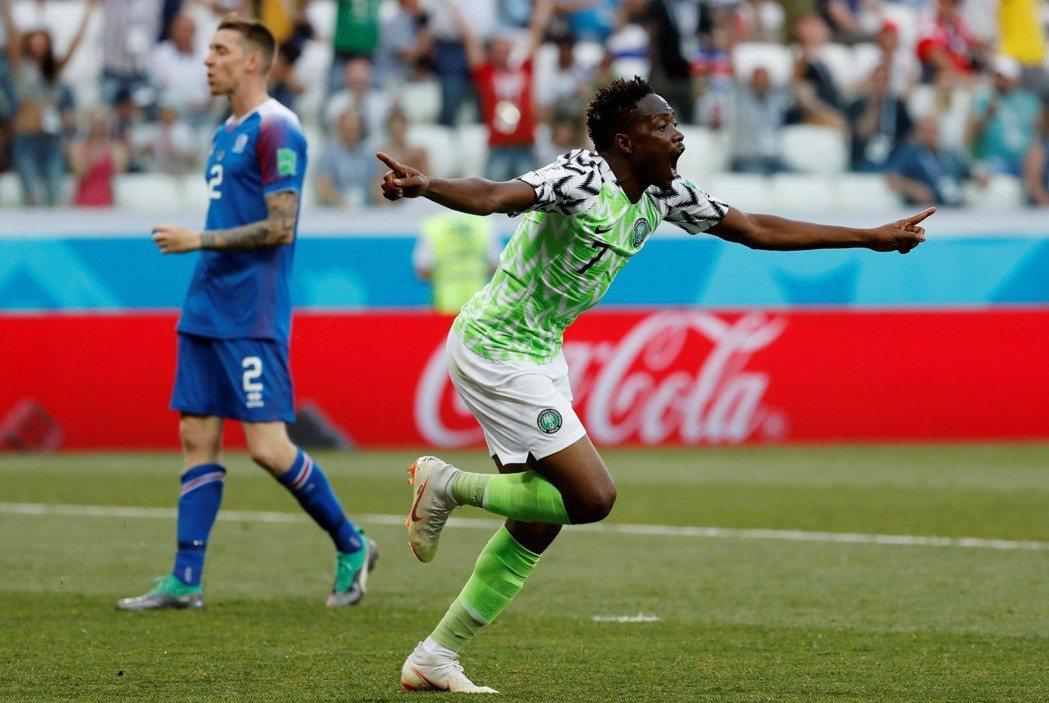 前鋒穆沙(Ahmed Musa)為奈及利亞踢下2分,以2:0擊敗冰島。 路透社