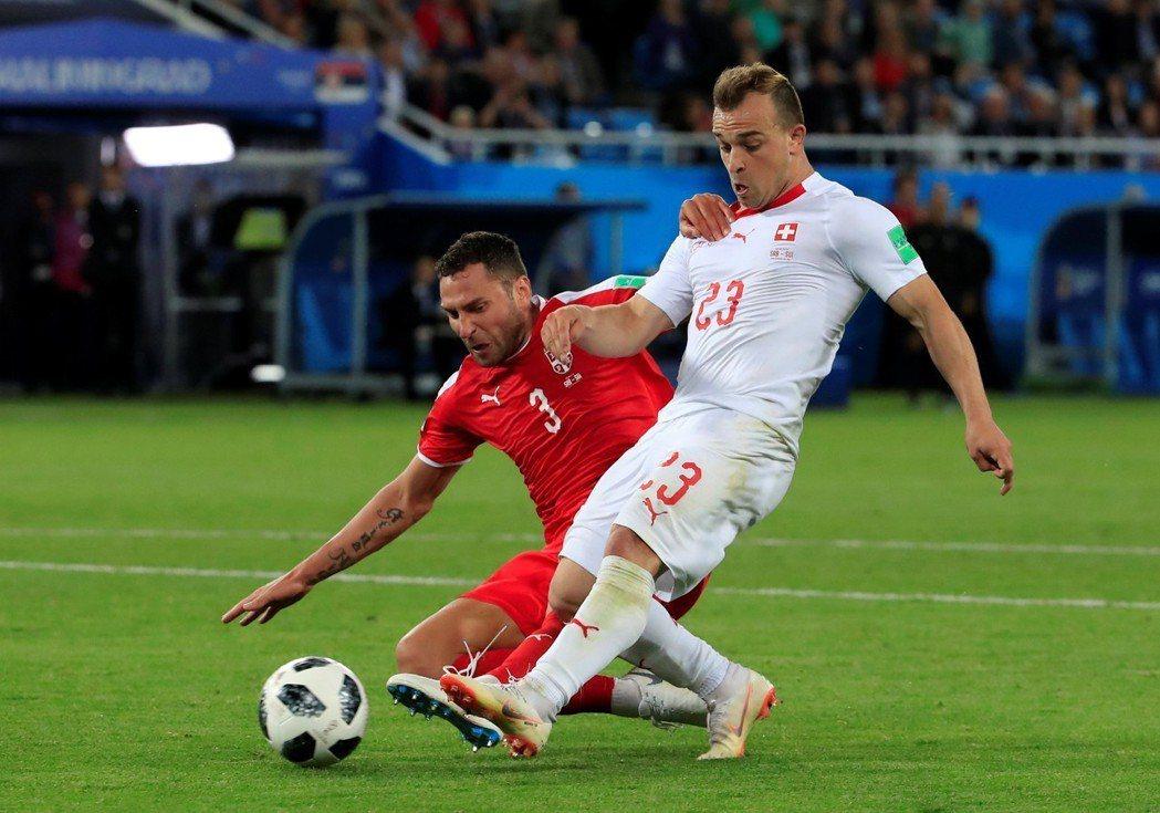 瑞士沙基里(Xherdan Shaqiri)帶球單人直闖,為瑞士踢進第2分,以2...