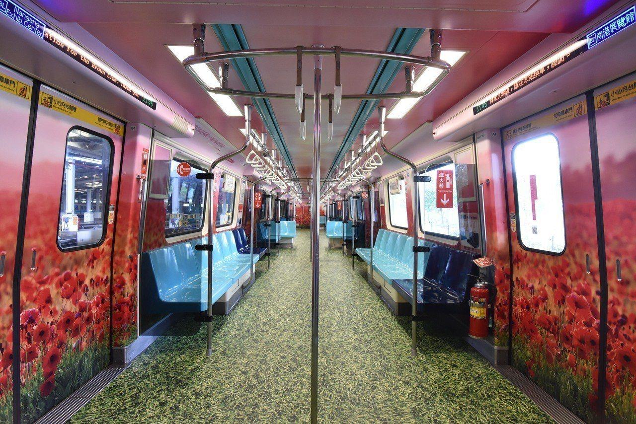 北捷配合北市府「北極星反毒計畫」推出3D彩繪的「反毒列車」,有極地峽谷、罌粟花田...