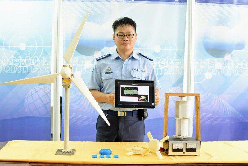 空軍技術學院教授徐子圭以「全天候具尾噴流導引風力發電機」,拿下捷克發明展金牌。圖/中華創新發明學會提供