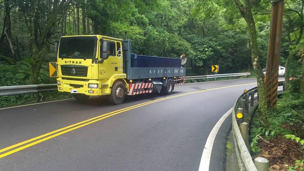 麥拉倫撞上的貨車。圖/警方提供