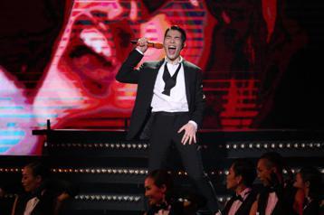 29屆金曲獎,主持人蕭敬騰開場獻唱。