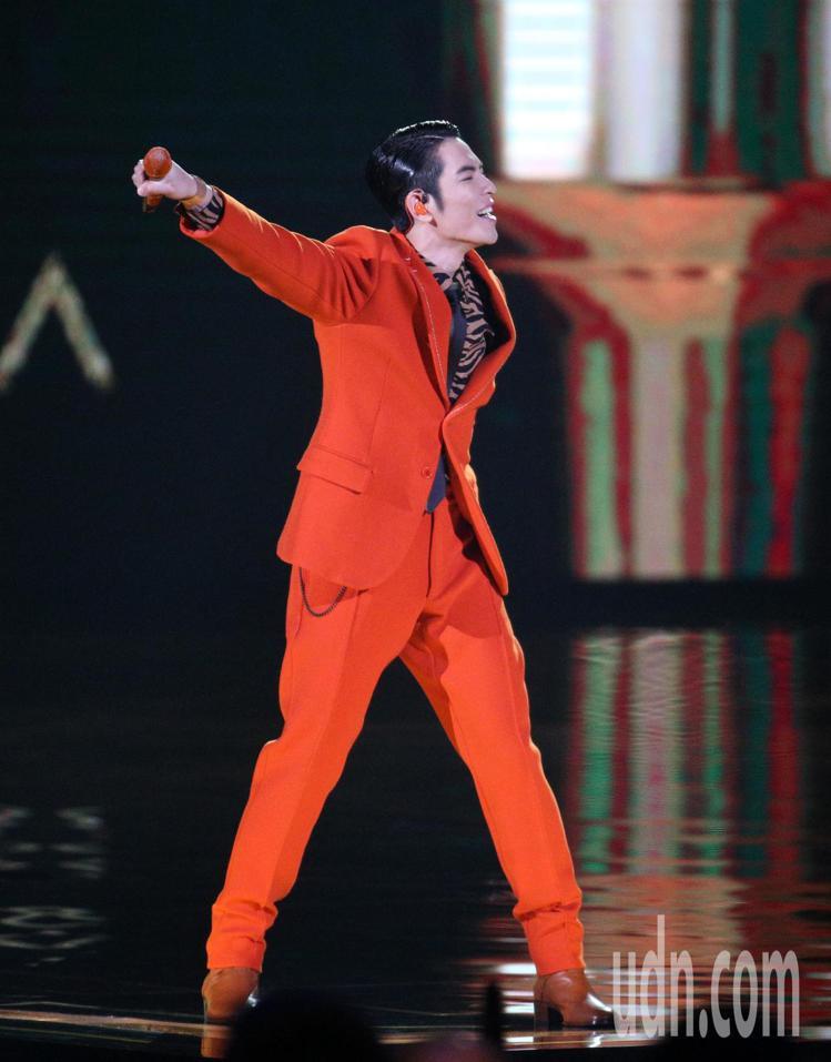 29屆金曲獎,主持人蕭敬騰開場獻唱。圖/記者陳立凱攝影
