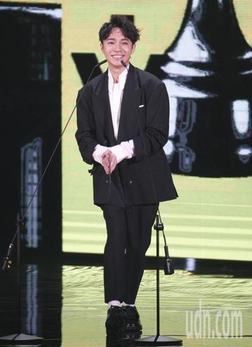 第29屆金曲獎頒獎典禮,年度歌曲獎由盧廣仲的『魚仔』獲得