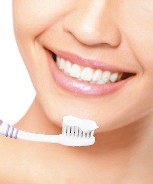 刷牙方式不正確是牙敏感症發生主因,很多患者很重視將牙齒刷乾淨,但牙齒乾淨與否,和...