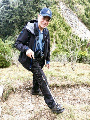 台北榮總副院長陳威明是骨科權威,他熱愛爬山,有一套爬山不傷膝關節的技巧。 圖/陳...