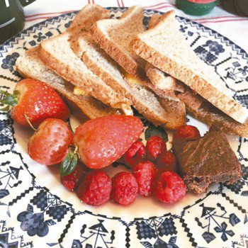 吃早餐就是這麼一件令人期待又隆重的微小儀式,總能讓賴著溫暖床鋪的我甘心起床,小桌...
