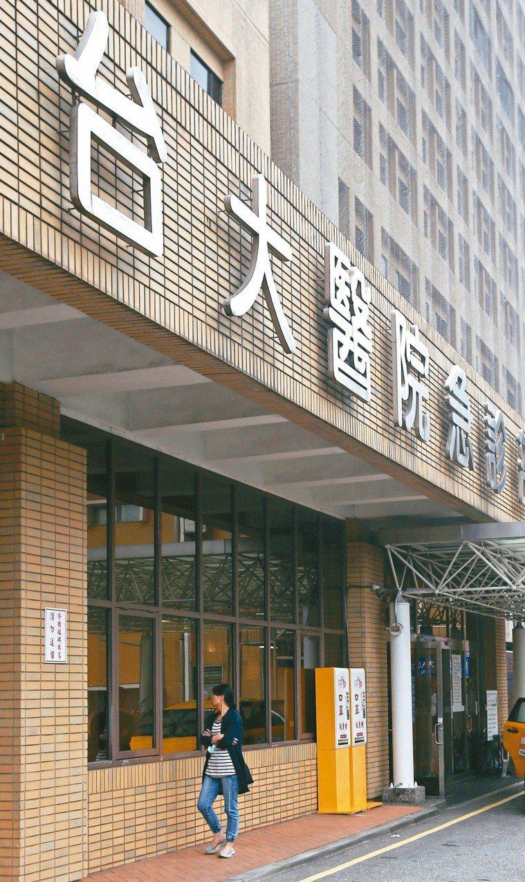 台大醫院爆發洗腎管路接錯事件,六名在加護病房洗腎的病患受到影響,其中一人死亡,院...
