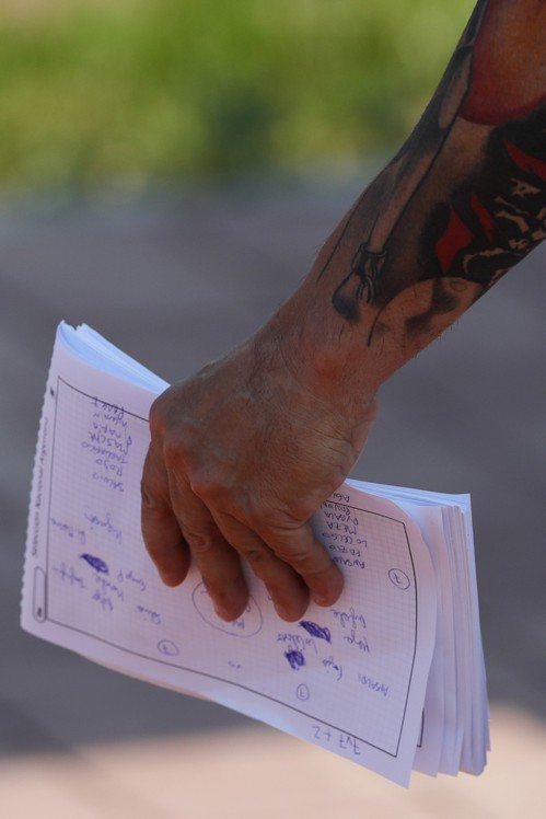 阿根廷總教練森保利手握筆記。 美聯社
