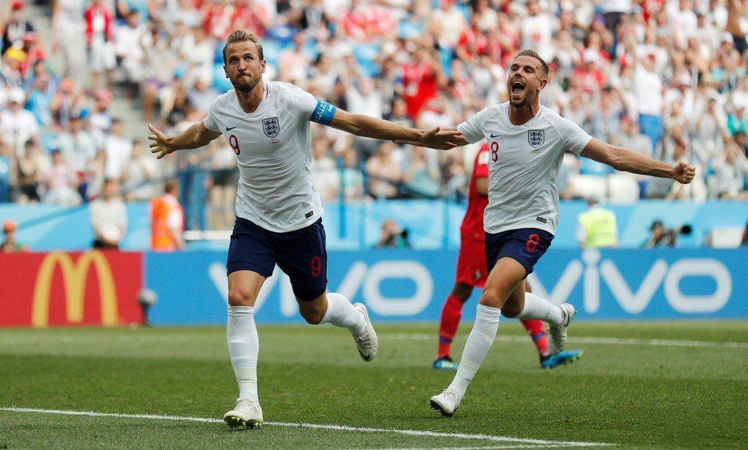英格蘭隊長凱恩(左)與隊友慶祝。 路透