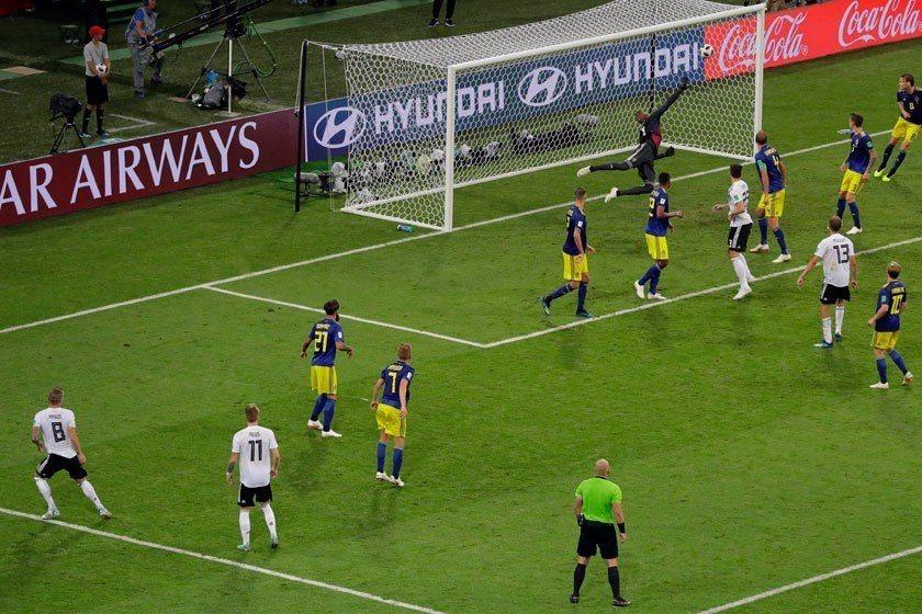 德國隊展現鋼鐵般的求勝意志,發動一波又一波綿密的攻勢,在比賽即將結束前由克魯斯(...