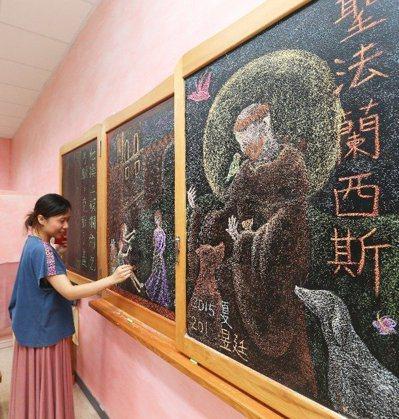 台東均一中小學採用華德福教學,重視角落布置,讓孩子在無壓力中學習。 記者劉學聖/...