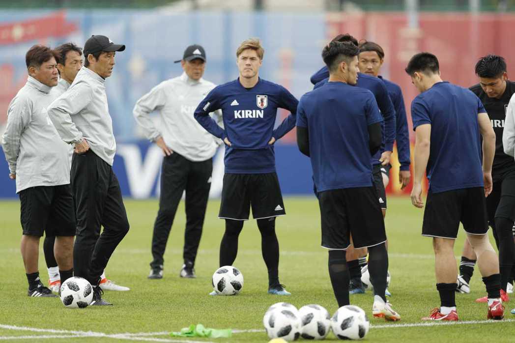 日本教頭西野朗,要求球員增高5cm增加5kg,以對付塞內加爾。 路透