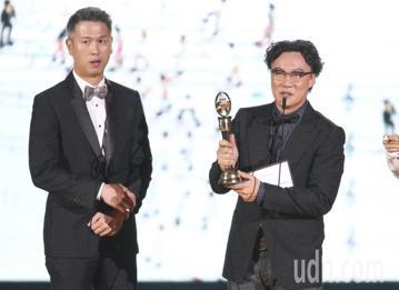 第29屆金曲獎頒獎典禮,那英、庾澄慶頒獎,年度專輯獎  陳奕迅。
