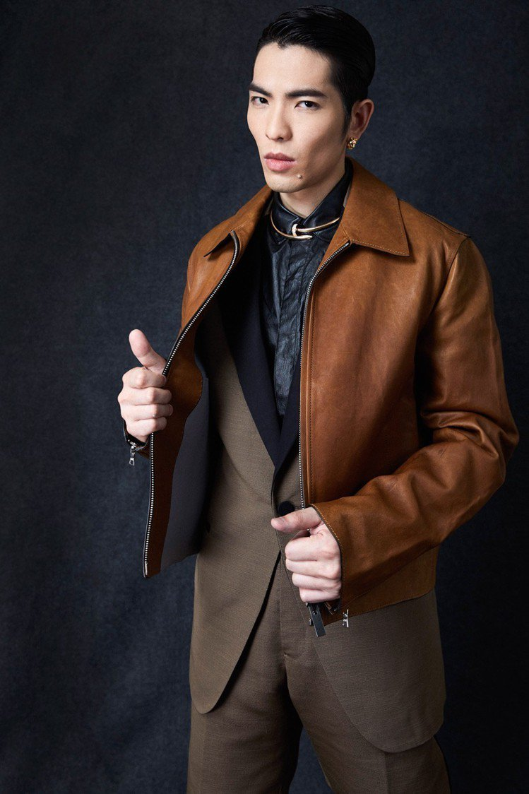 蕭敬騰穿Berluti 2018秋冬系列,配襯的是Cartier珠寶。圖/華納提...