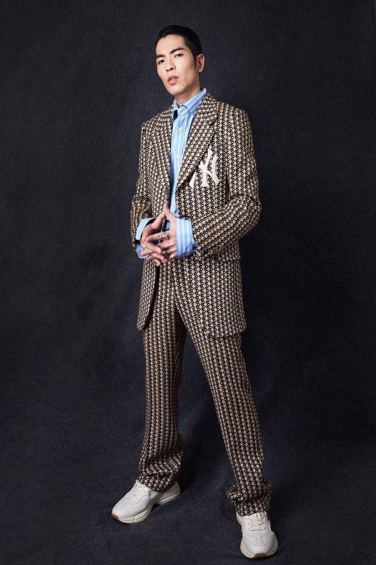 蕭敬騰在典禮最後穿全套GUCCI。圖/華納提供