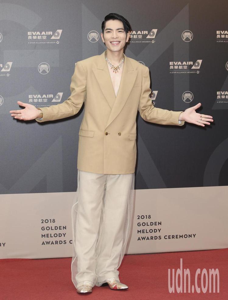 蕭敬騰在紅毯上穿Christian Louboutin 2018秋冬系列的Lou...
