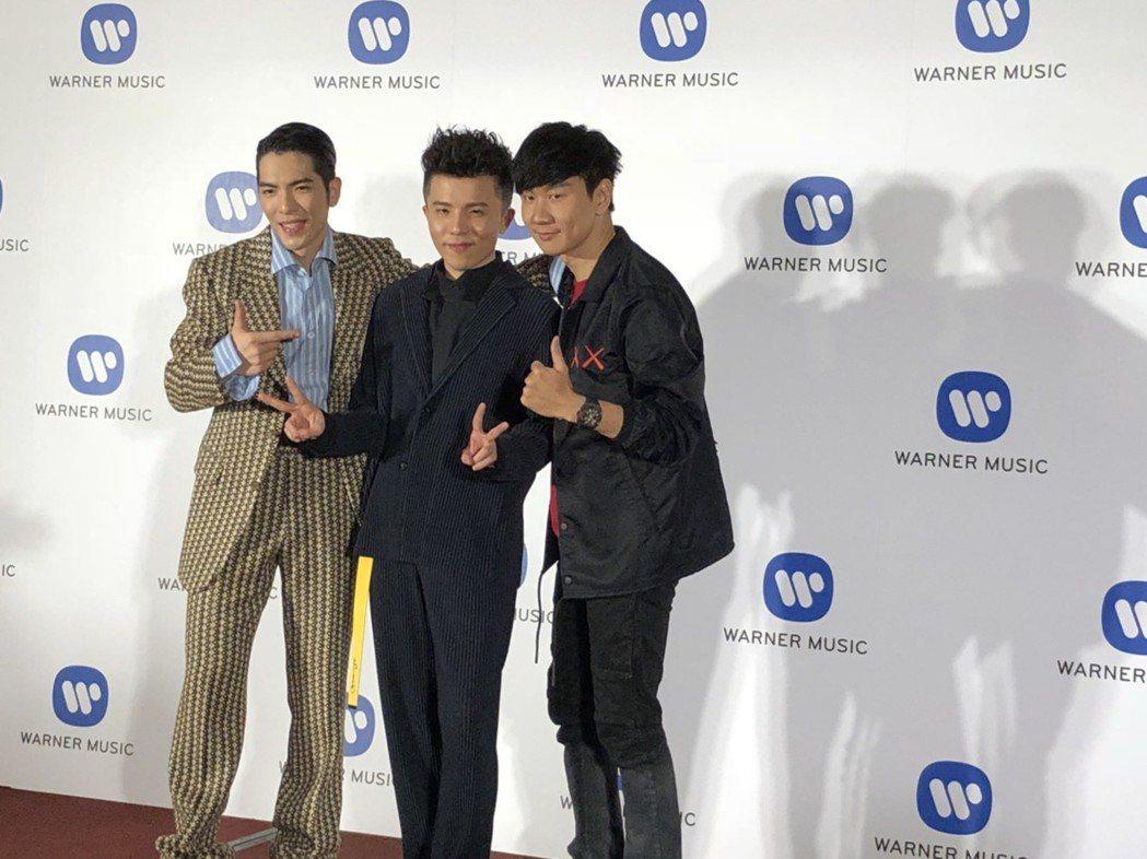 蕭敬騰(左起)、小宇及林俊傑一起出席金曲慶功宴。記者許晉榮/攝影