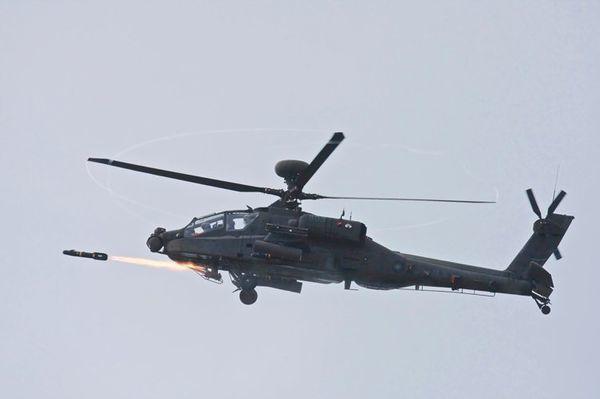雷射導引的地獄火飛彈為反戰車武器,有效射程為8公里,一枚造價5萬8000美元,陸...