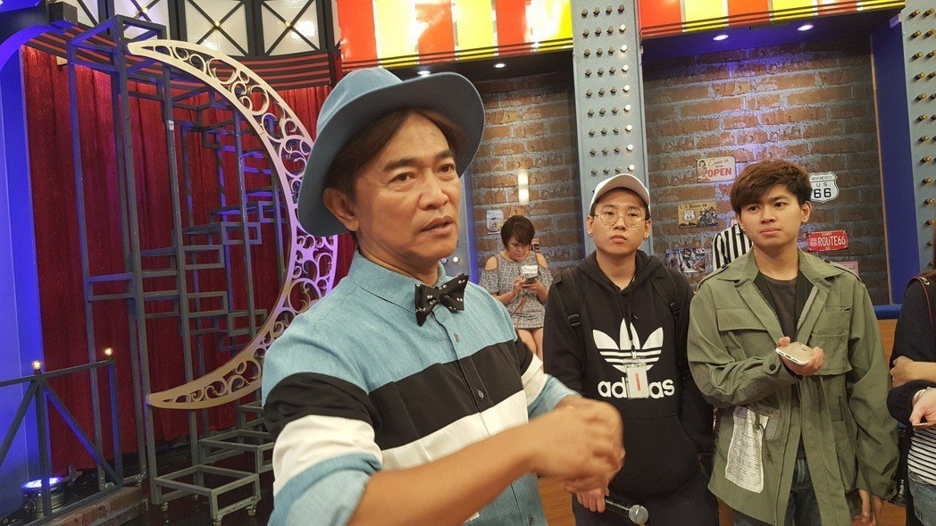 憲哥誇老蕭主持金曲表現不錯。記者林怡秀/攝影