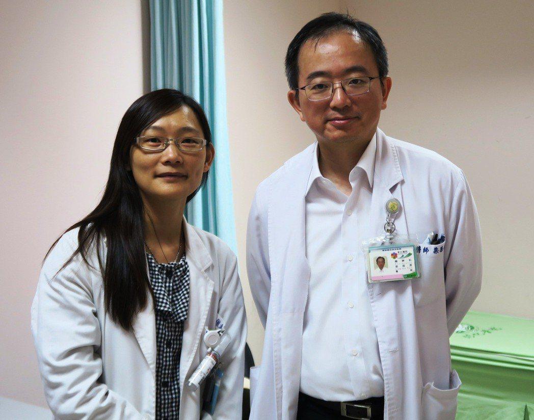 心理師邱素鳳(左)取得心理劇導演證照,未來打算繼續考心理劇訓練師,讓台灣的心理劇...