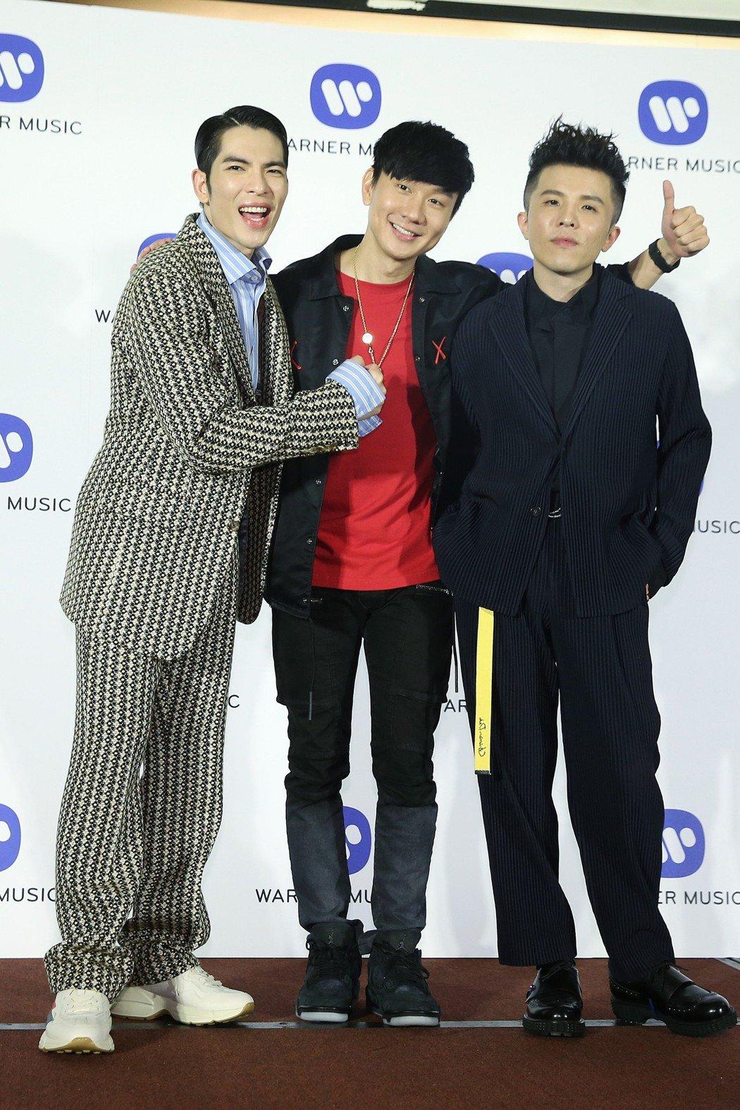 29屆金曲獎華納慶功宴,蕭敬騰(左起)、林俊傑、小宇。記者楊萬雲/攝影