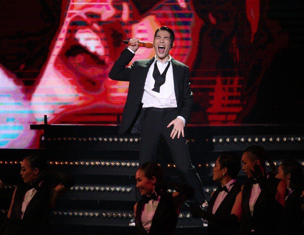第29屆金曲獎,主持人蕭敬騰開場獻唱。本報資料照