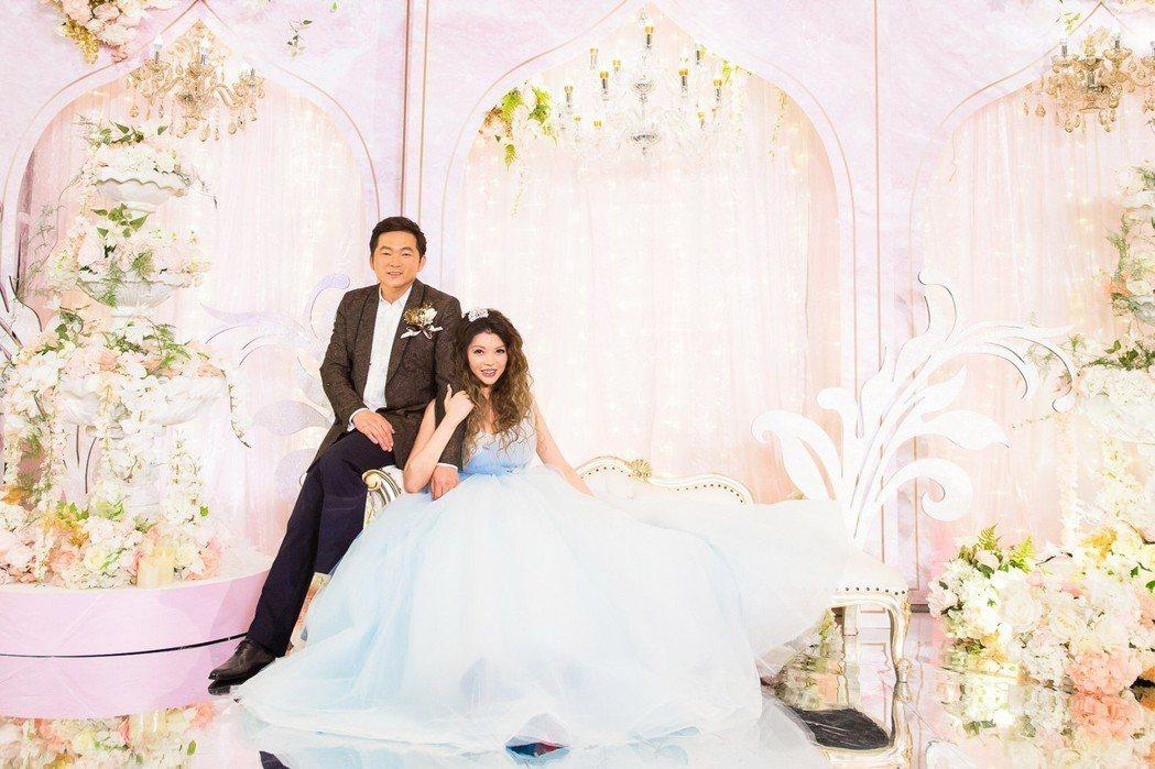 殷琦嫁10億身家老公張仕育,婚宴每套禮服爆乳見客。圖/伊林提供