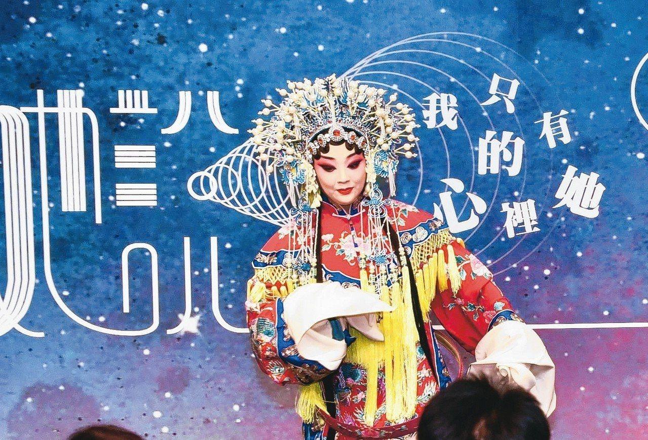 「這夏聽她說」規劃七大展區,其中有賦予京劇新面貌的京劇小姐錢宇珊,用另一種視角呈...