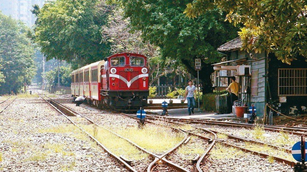 阿里山森林鐵路下月起回歸林務局,但相關人事調動內容仍有爭議。圖為阿里山森林鐵路。...
