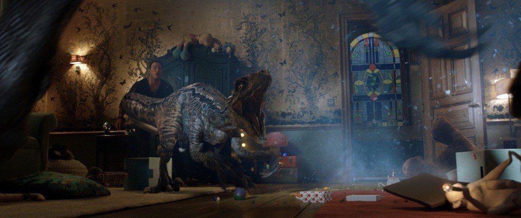 「侏羅紀世界:殞落國度」有相當驚人的特效場景,重現恐龍面貌。圖/環球電影提供