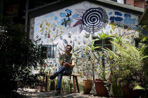 2010年,林峻丞在三峽老街附近的清水溪畔的一棟老三合院,創立了「甘樂文創」,開...