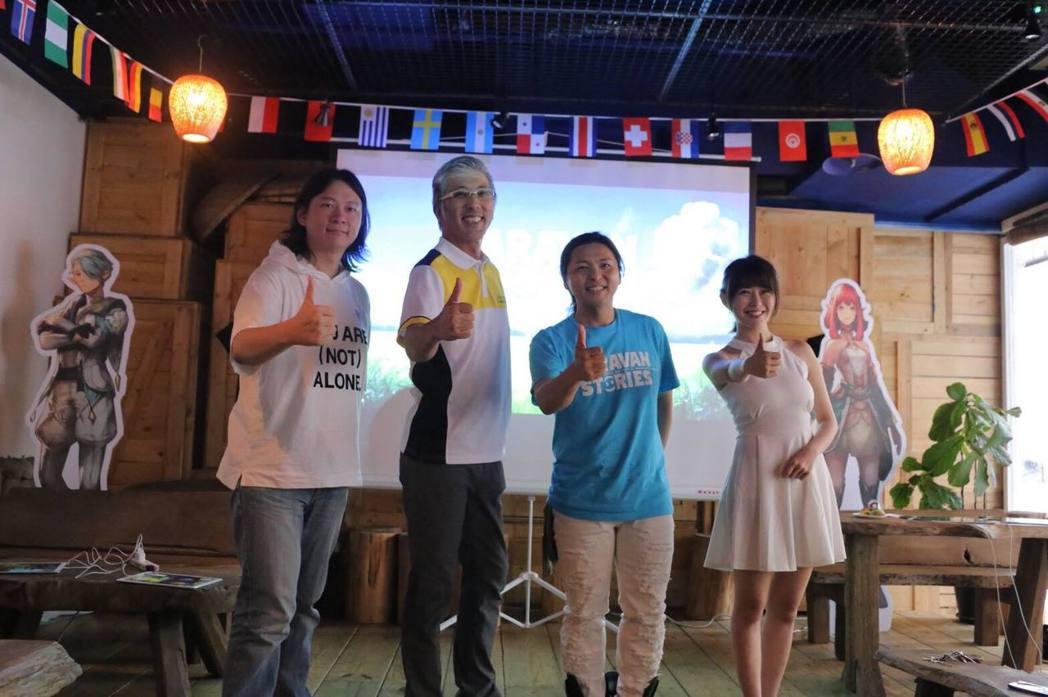 日本開發製作人高屋敷哲(右二)與繁中版執行製作人平田尚武(左二)與實況主合照