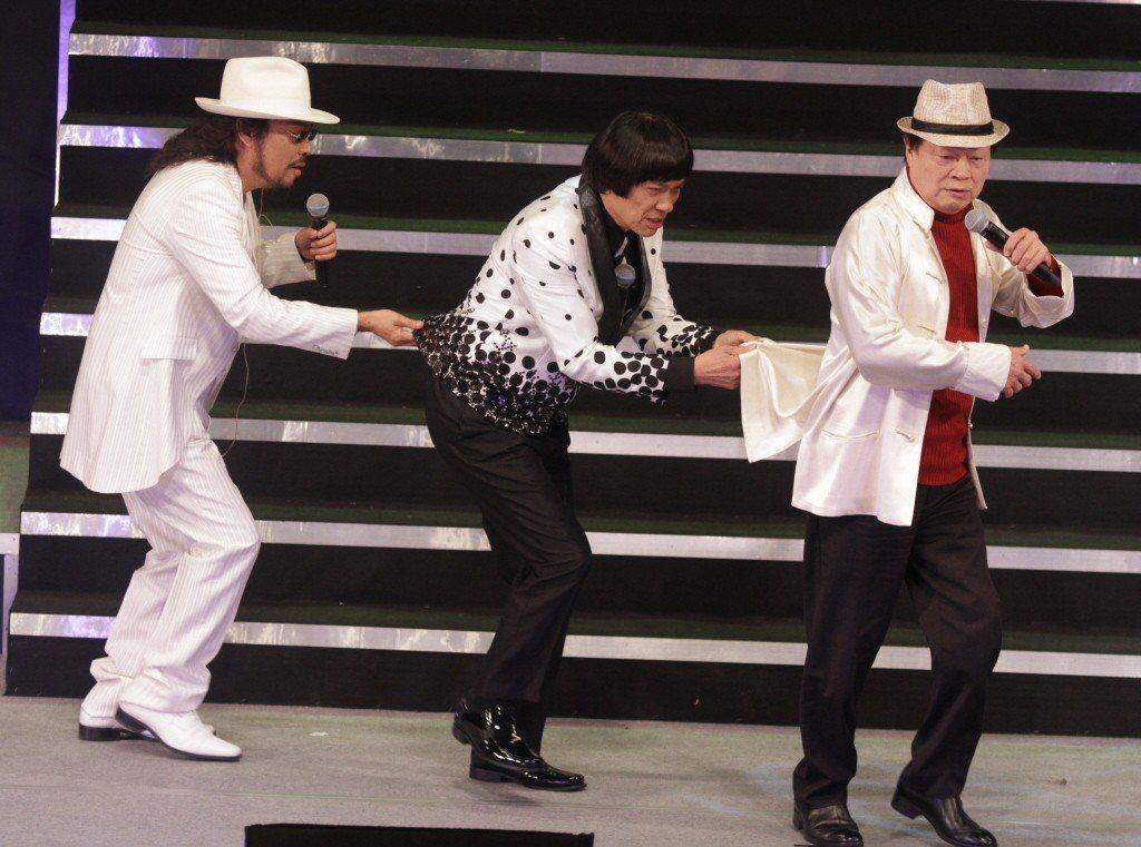 劉福助(右起)豬哥亮、張菲為「藍寶石之夜」高凌風紀念演唱會表演。 圖/聯合報系資料照