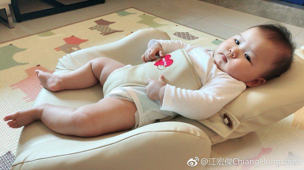 江宏傑喜歡分享女兒的照片。圖/擷自微博
