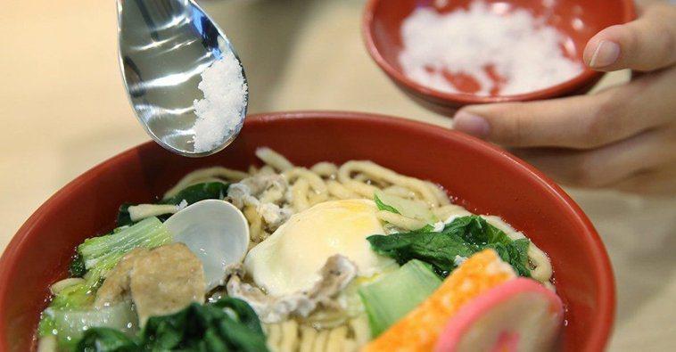 「餐前負荷法」透過改變進食順序和習慣,有效達到降低餐後血糖反應。報系資料照